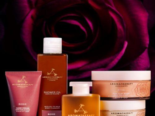 La nuova collezione Rose Risolleva & Rigenera a base di potenti oli essenziali di rosa